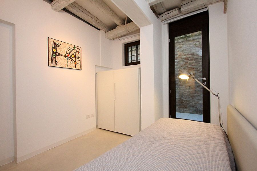 single bedroom with access to a courtyard