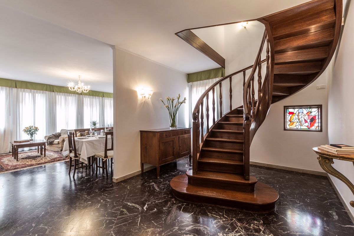 beautiful stairway that lead from the living area to the night area
