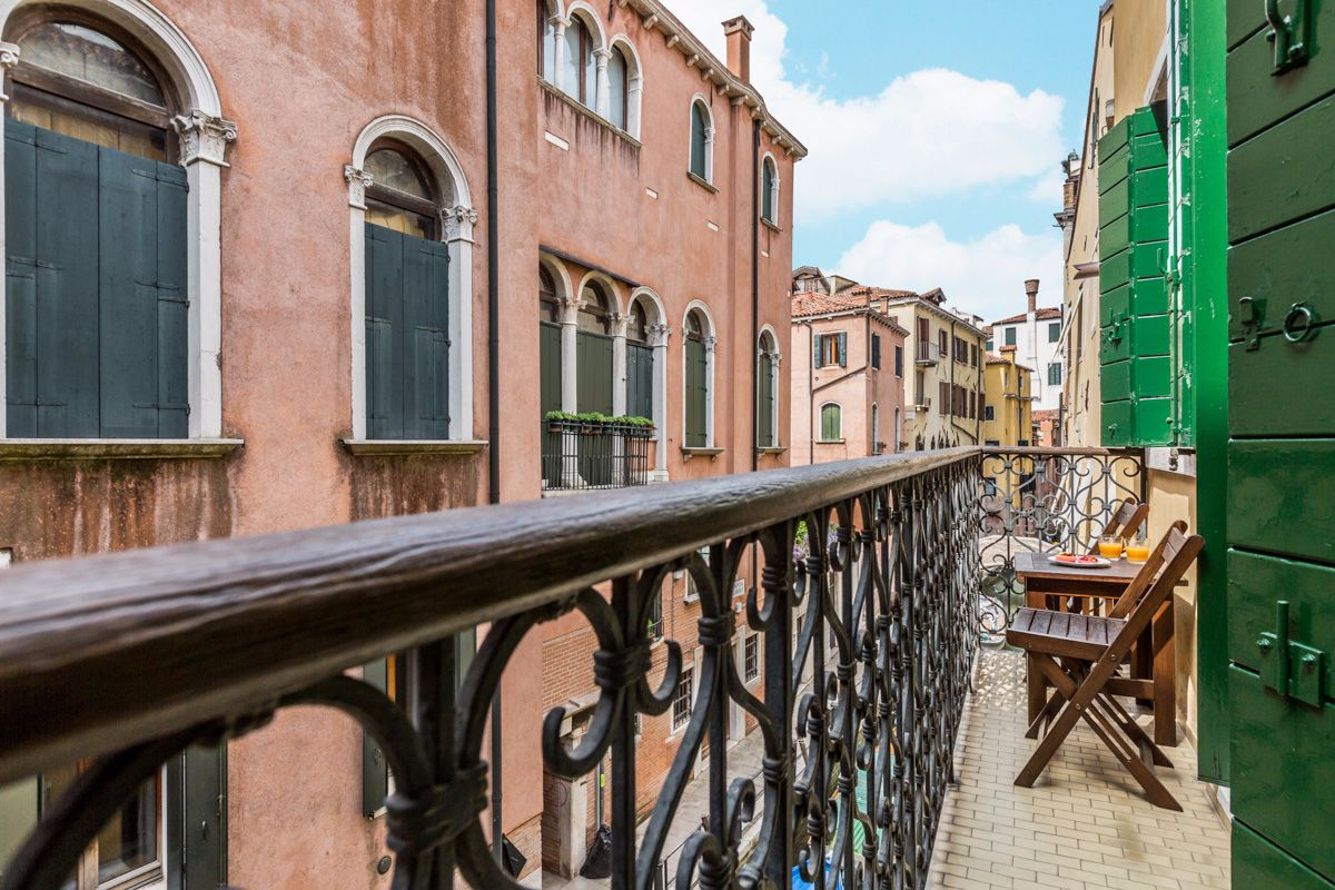 the balcony with canal view