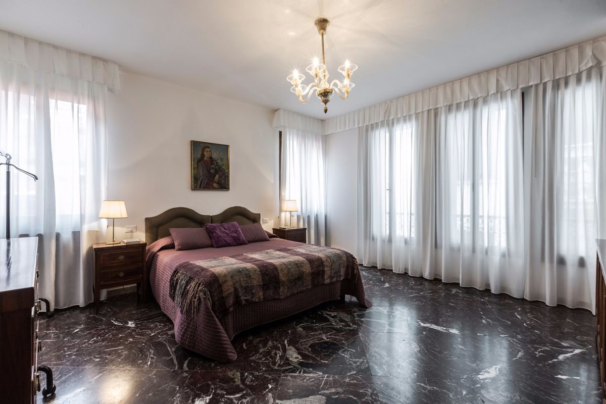 at the same floor of the living room there is a spacius and luminious double bedroom