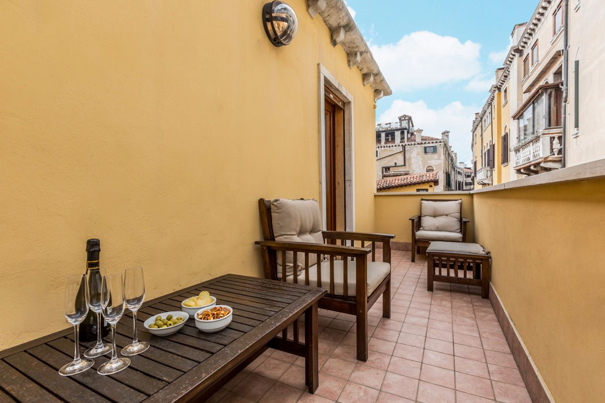 ...on the terrace overlooking historical palaces