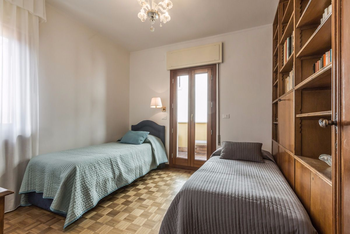 single/twin bedroom with access to the terrace