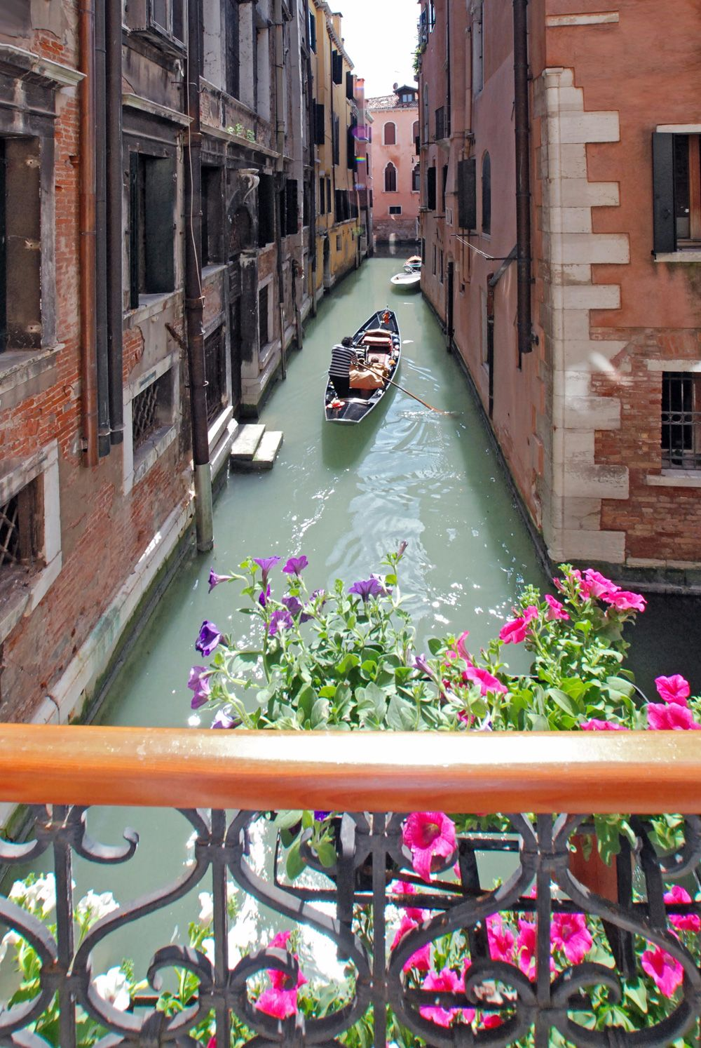 Gondola passing by, view from the balcony of the kitchen