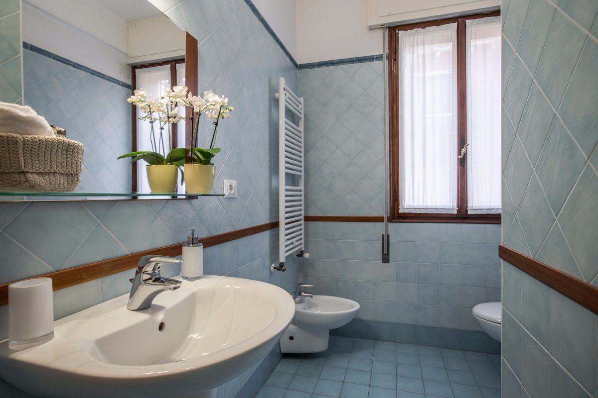 Angelo Raffaele bathroom 2