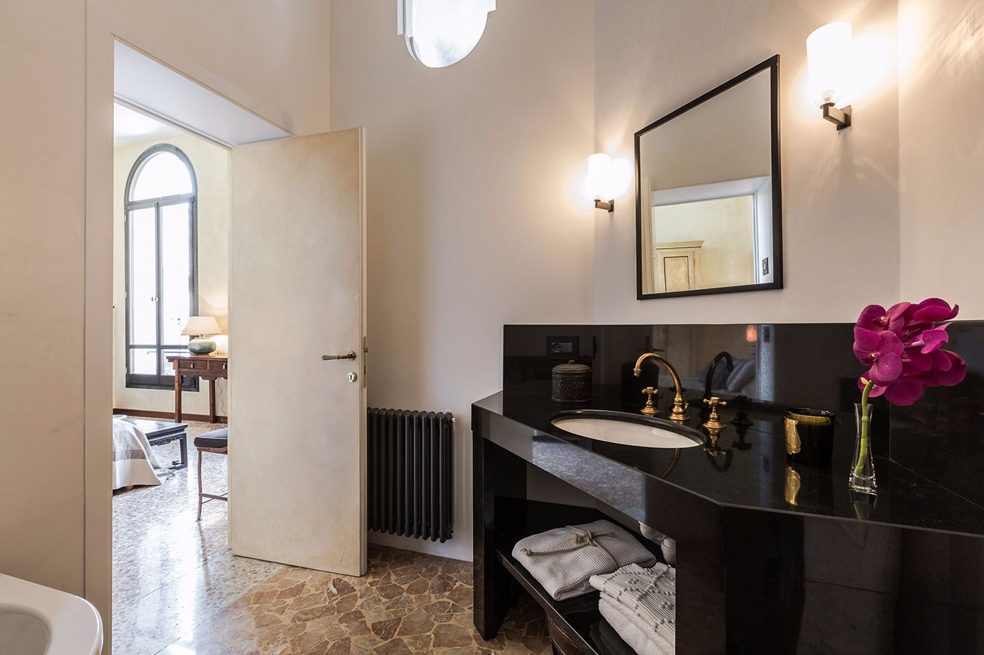 en-suite with bathtub