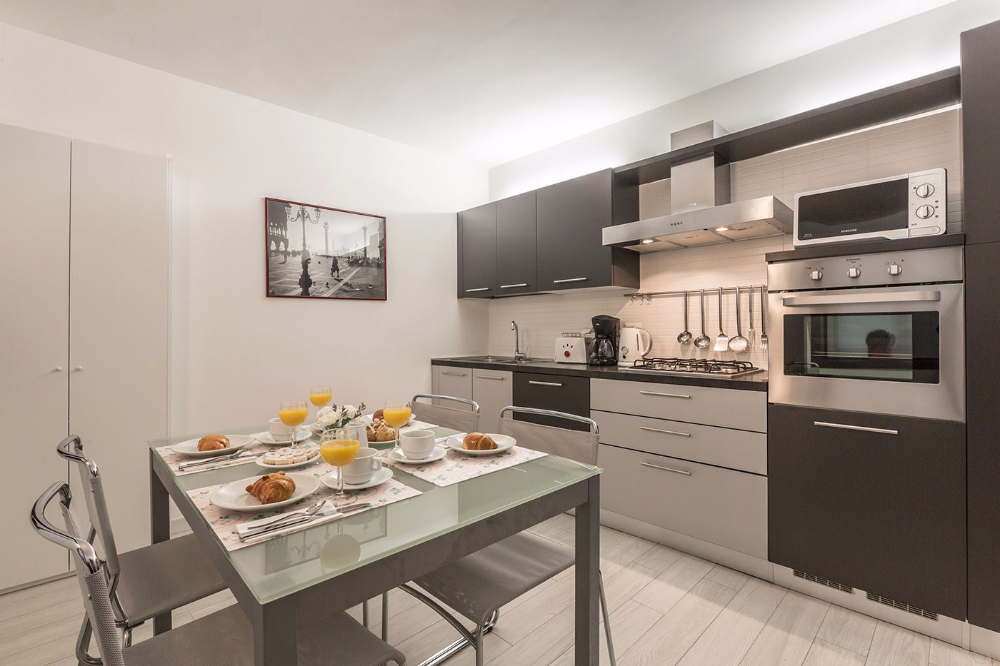 spacious and well equipped kitchen, perfect for family dining...