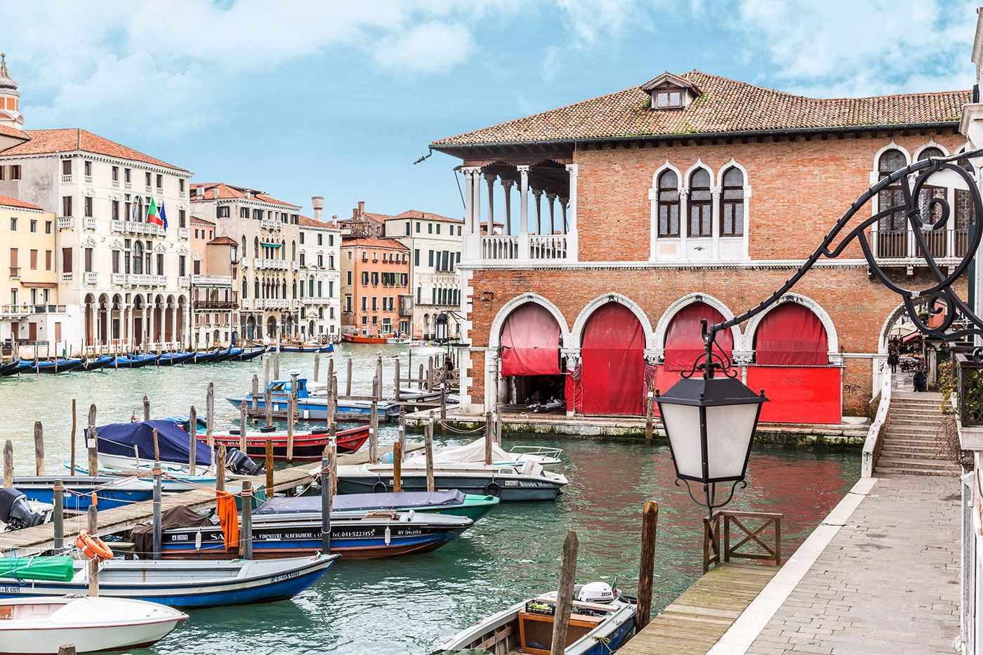 view from the living room on the Grand Canal and the Rialto Market
