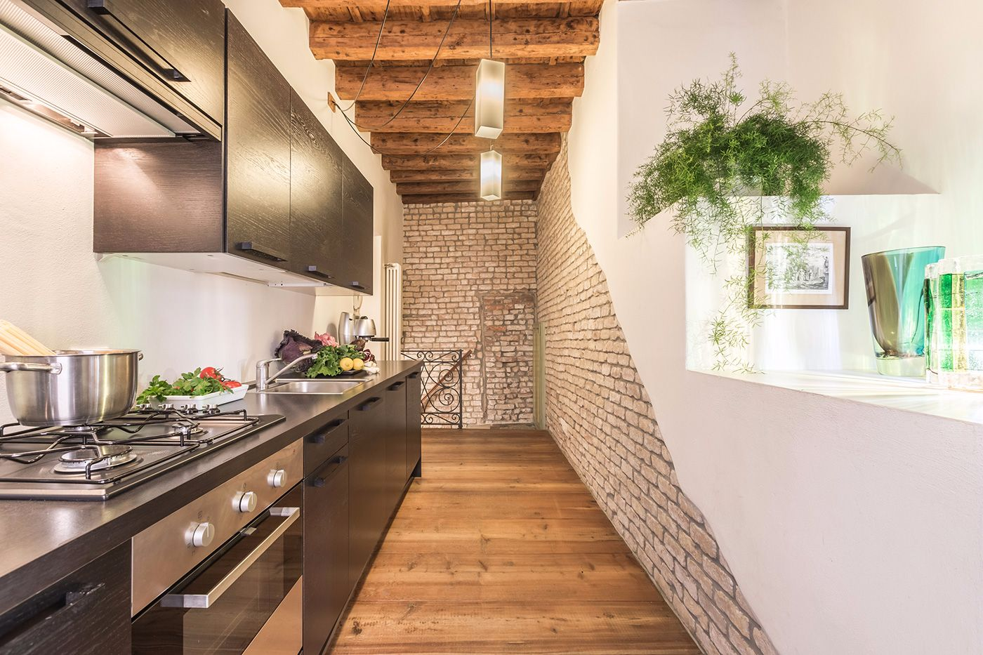 well equipped kitchen perfect for cooking the delicious Rialto market seafood and groceries