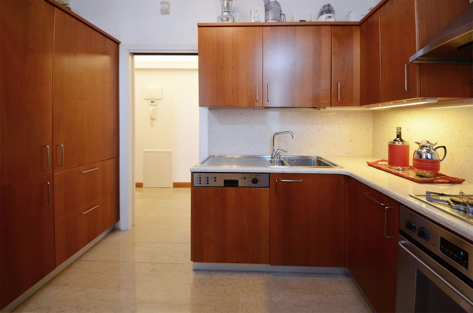 fully equipped kitchen with small breakfast table