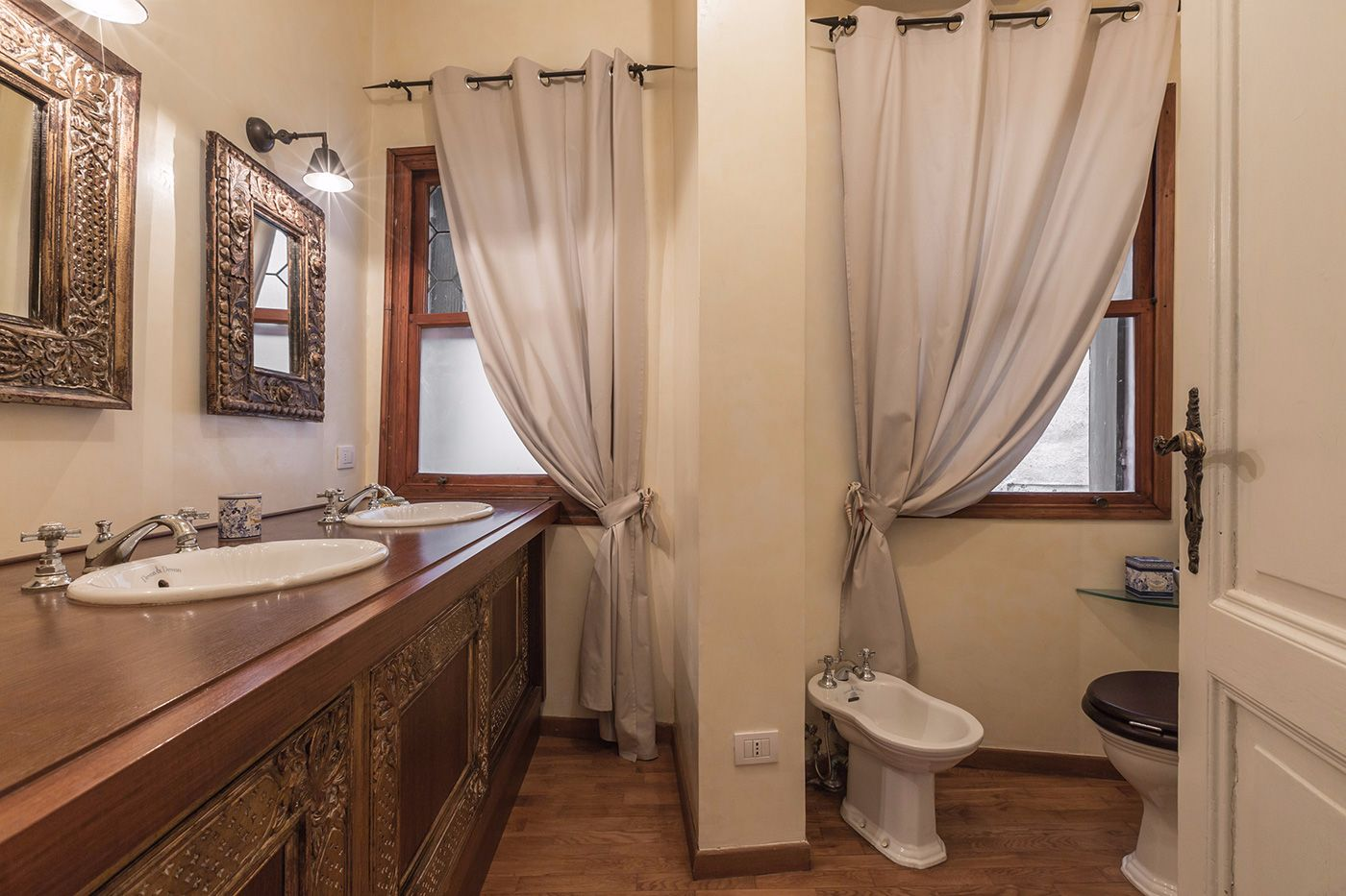 the second bathroom is als very nice with wooden top (need cares)
