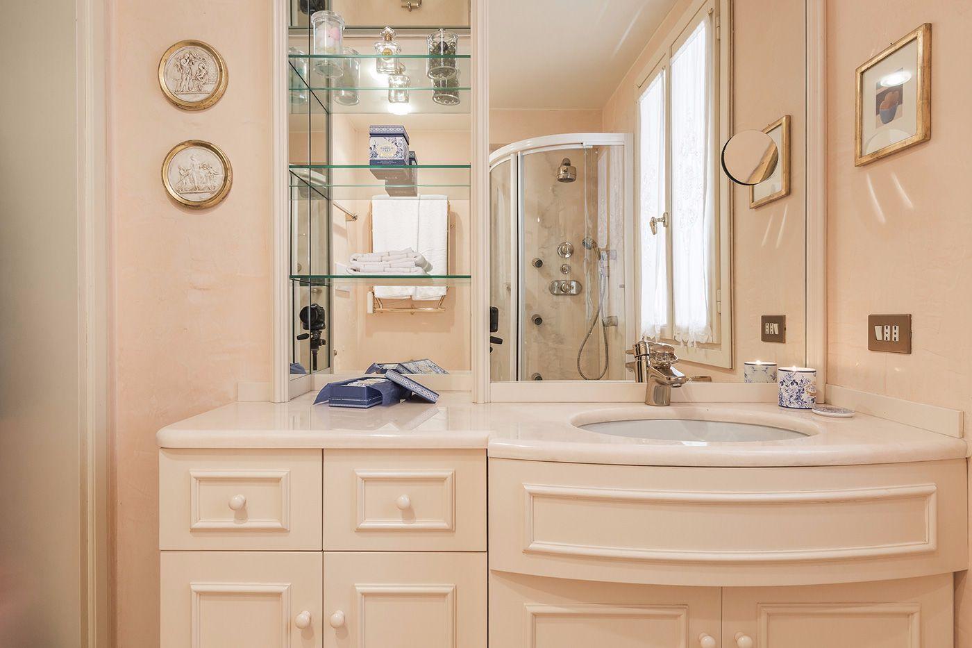 luxurious en-suite bathroom of the master bedroom