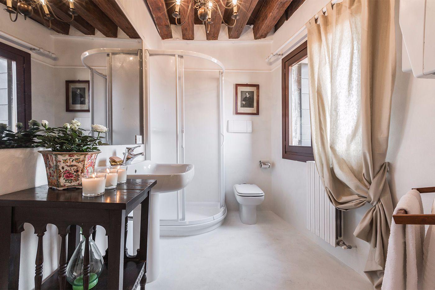 en-suite bathroom of the third bedroom
