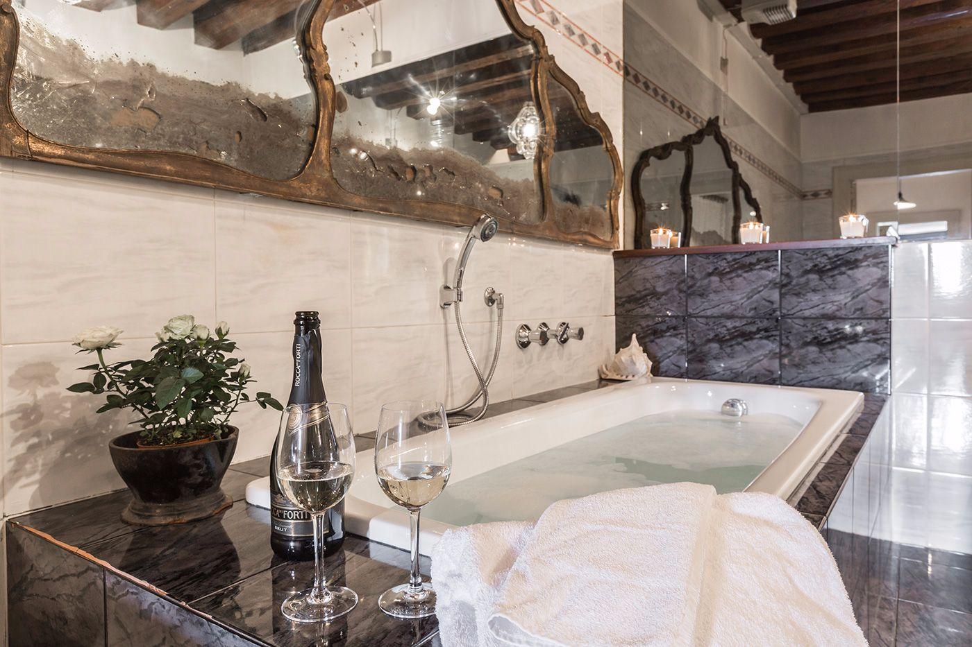 main bathroom with both shower and bathtub