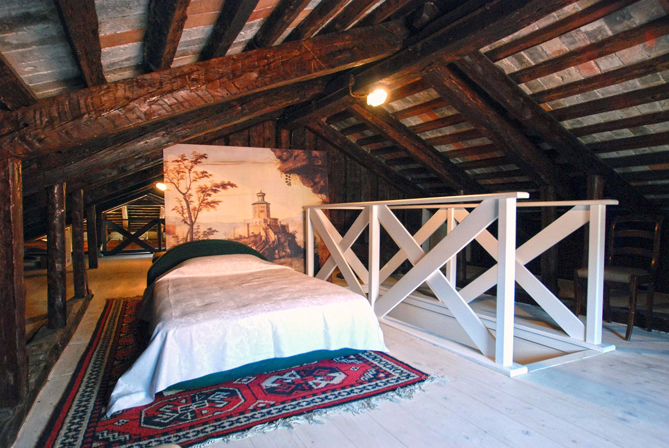 attic room with single bed