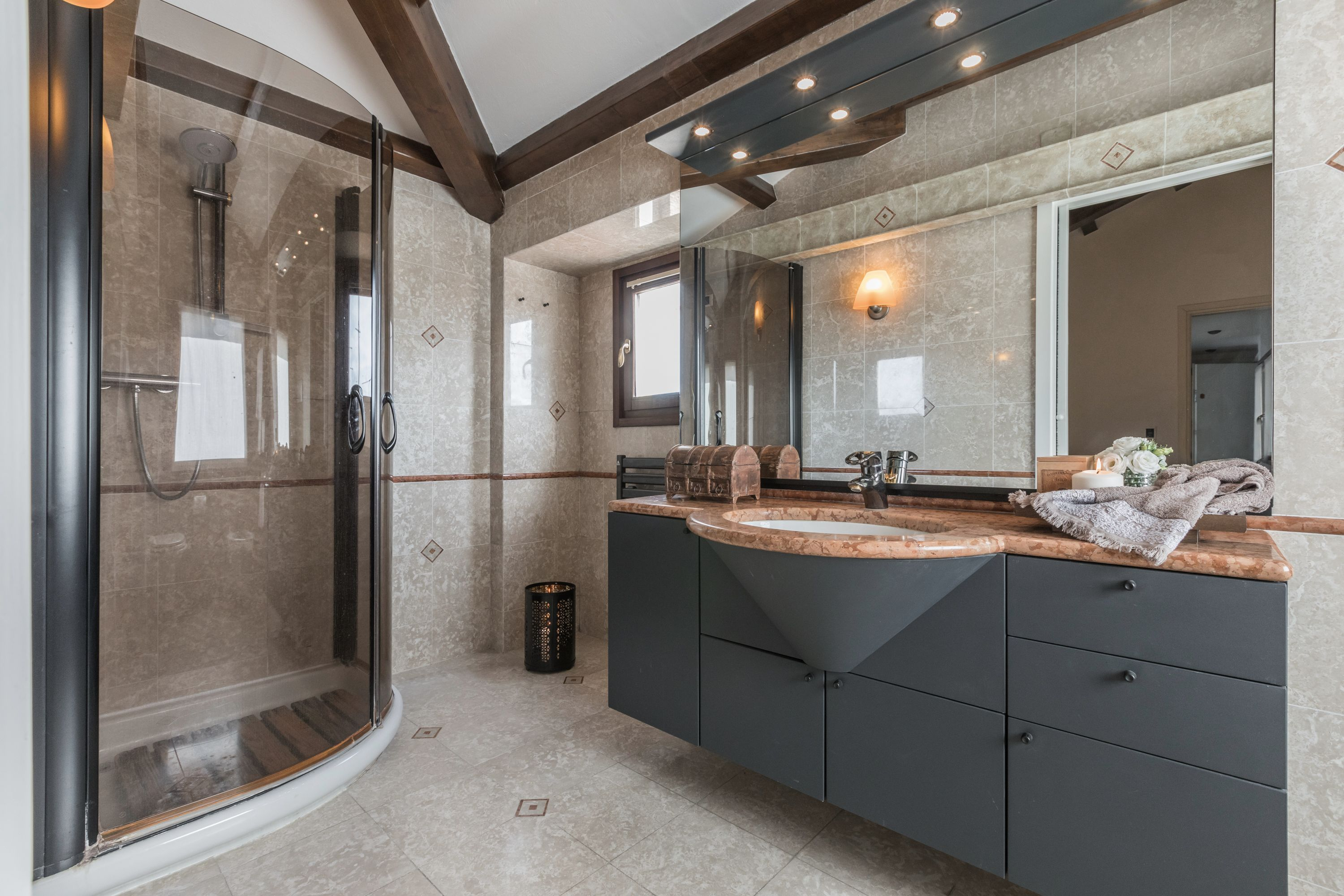 bright and spacious en-suite bathroom with shower