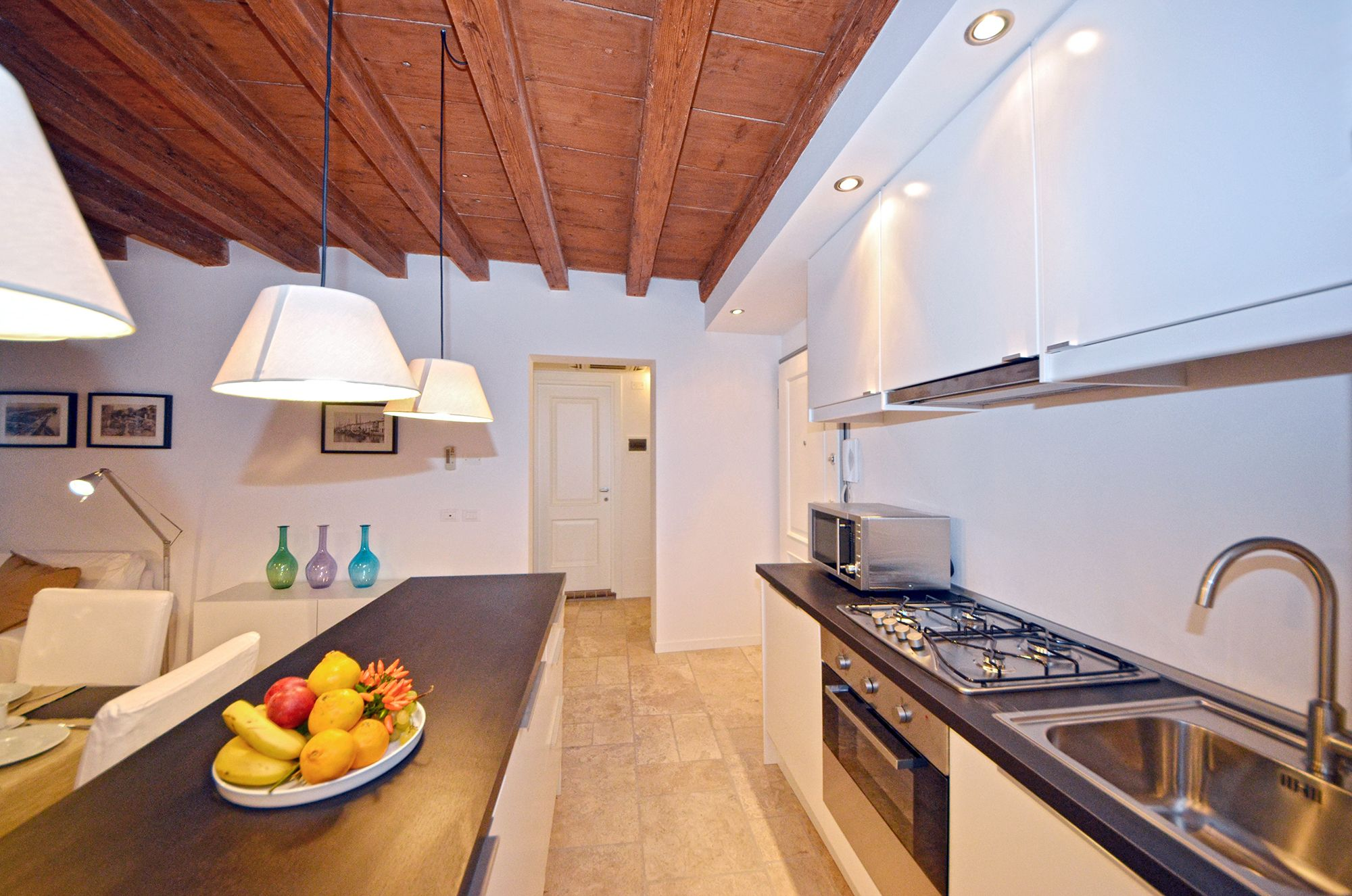 full optional kitchen with new appliances