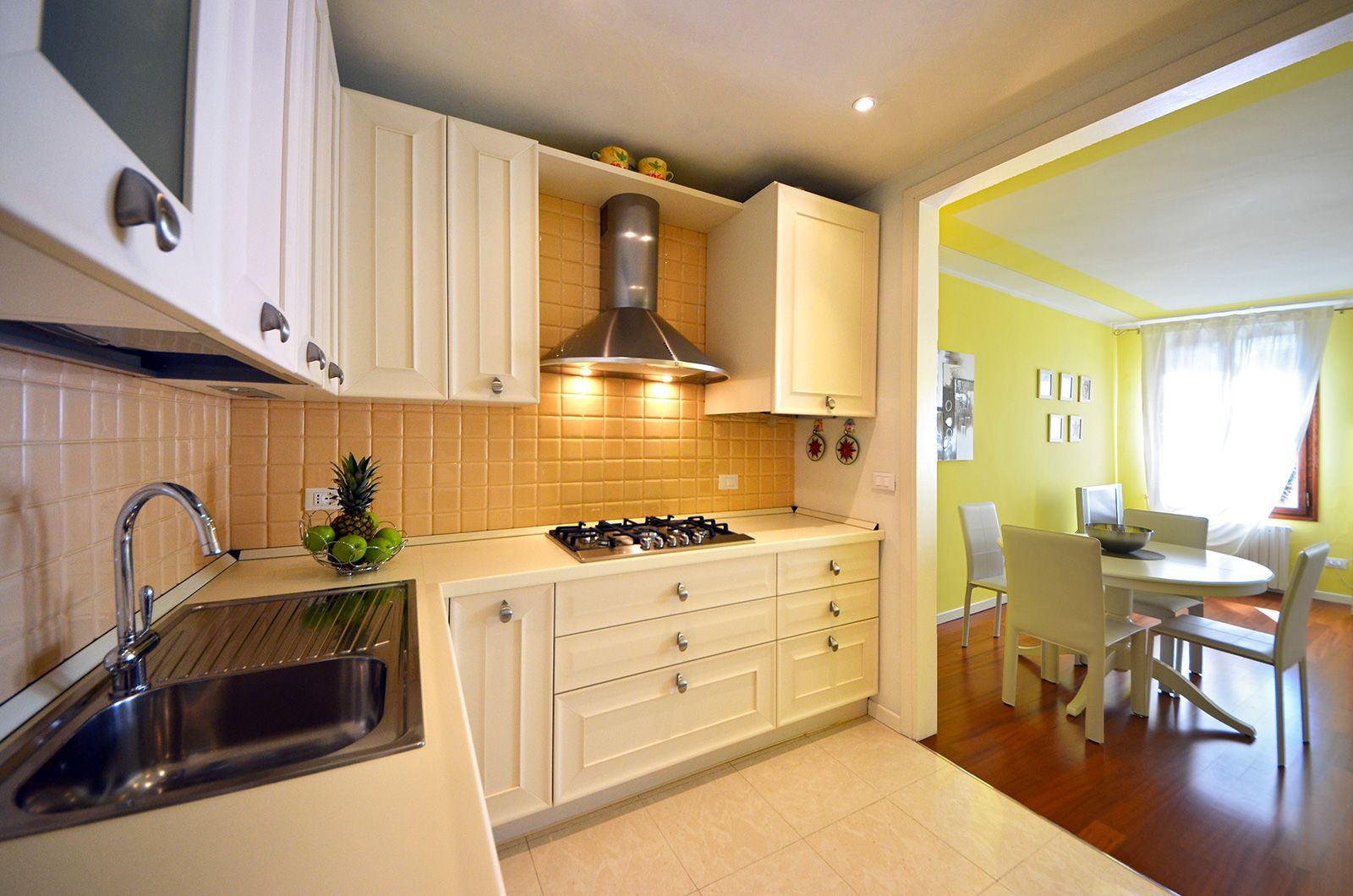full optionals kitchen, spacious and well equipped