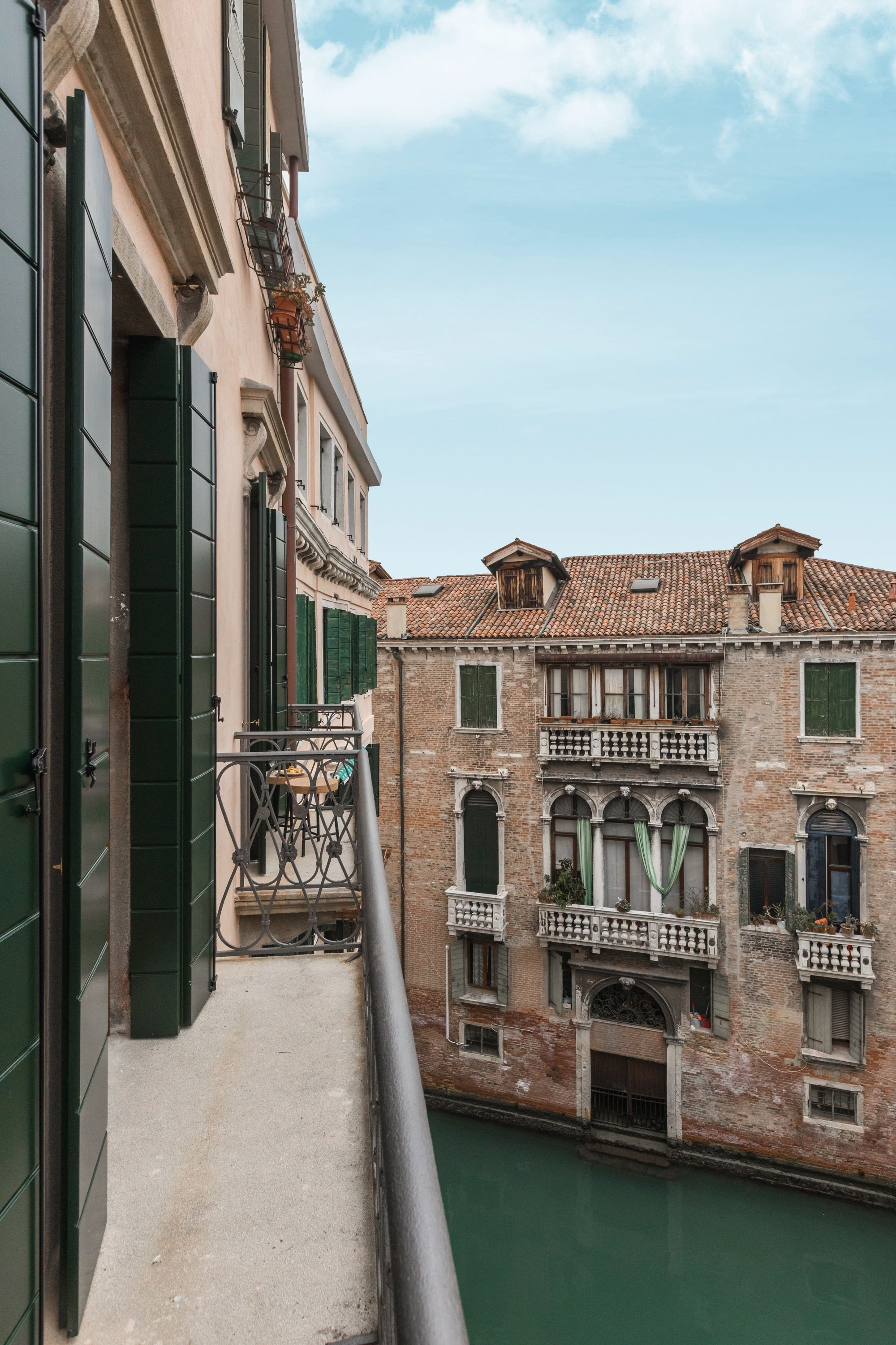 the panoramic canal view from the balconies is just breathtaking