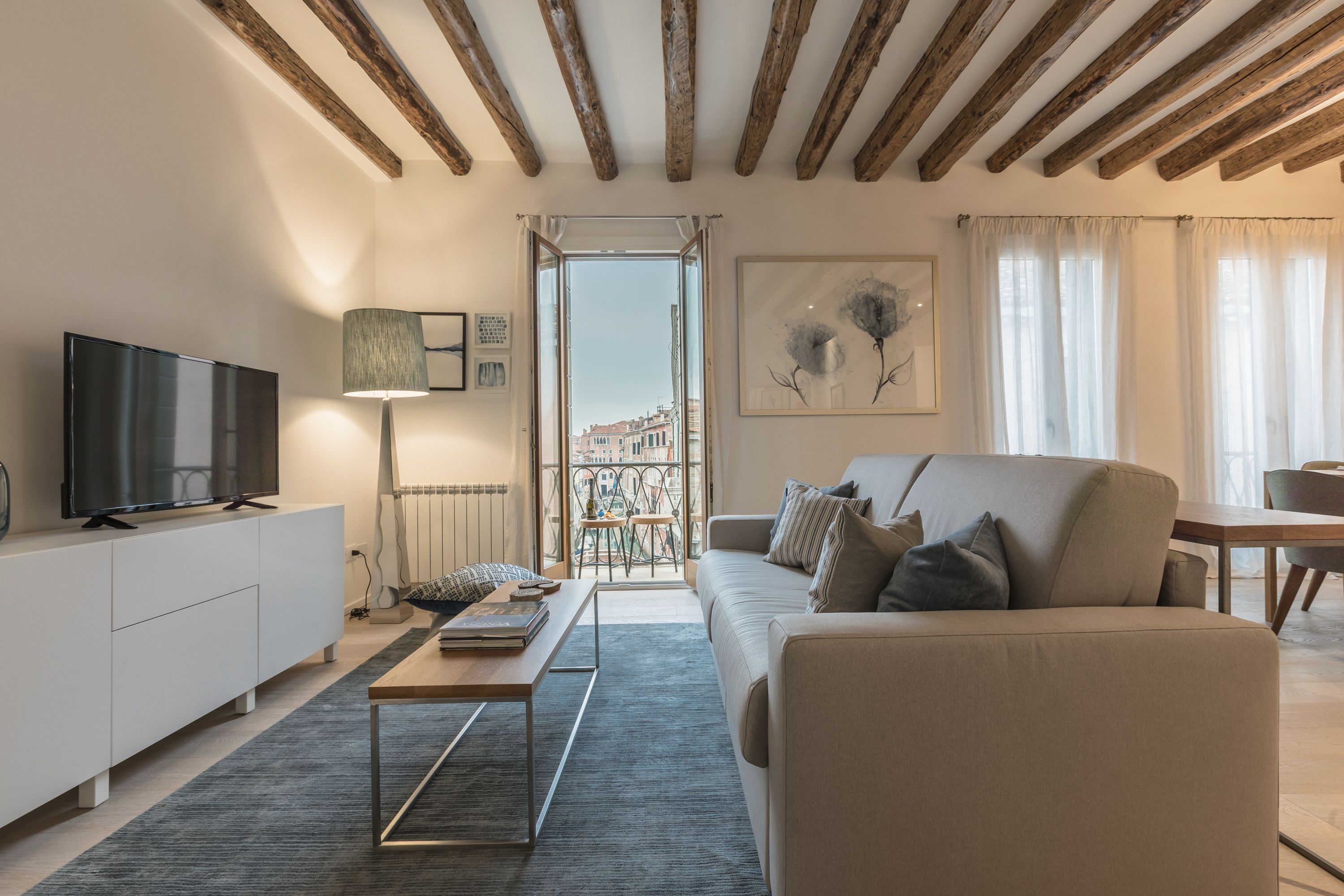 living room of the Canaletto apartment with balcony and stunning Canal view