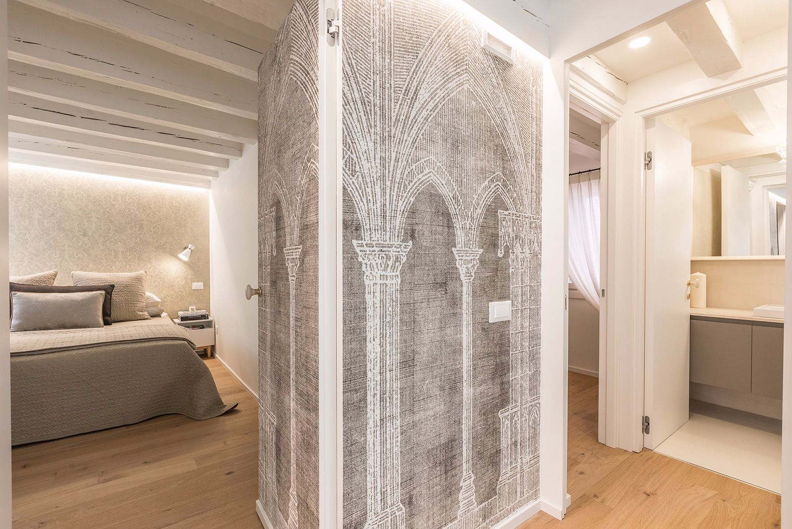 the beautiful Art&Deco wallpaper hides the doors to the bedrooms