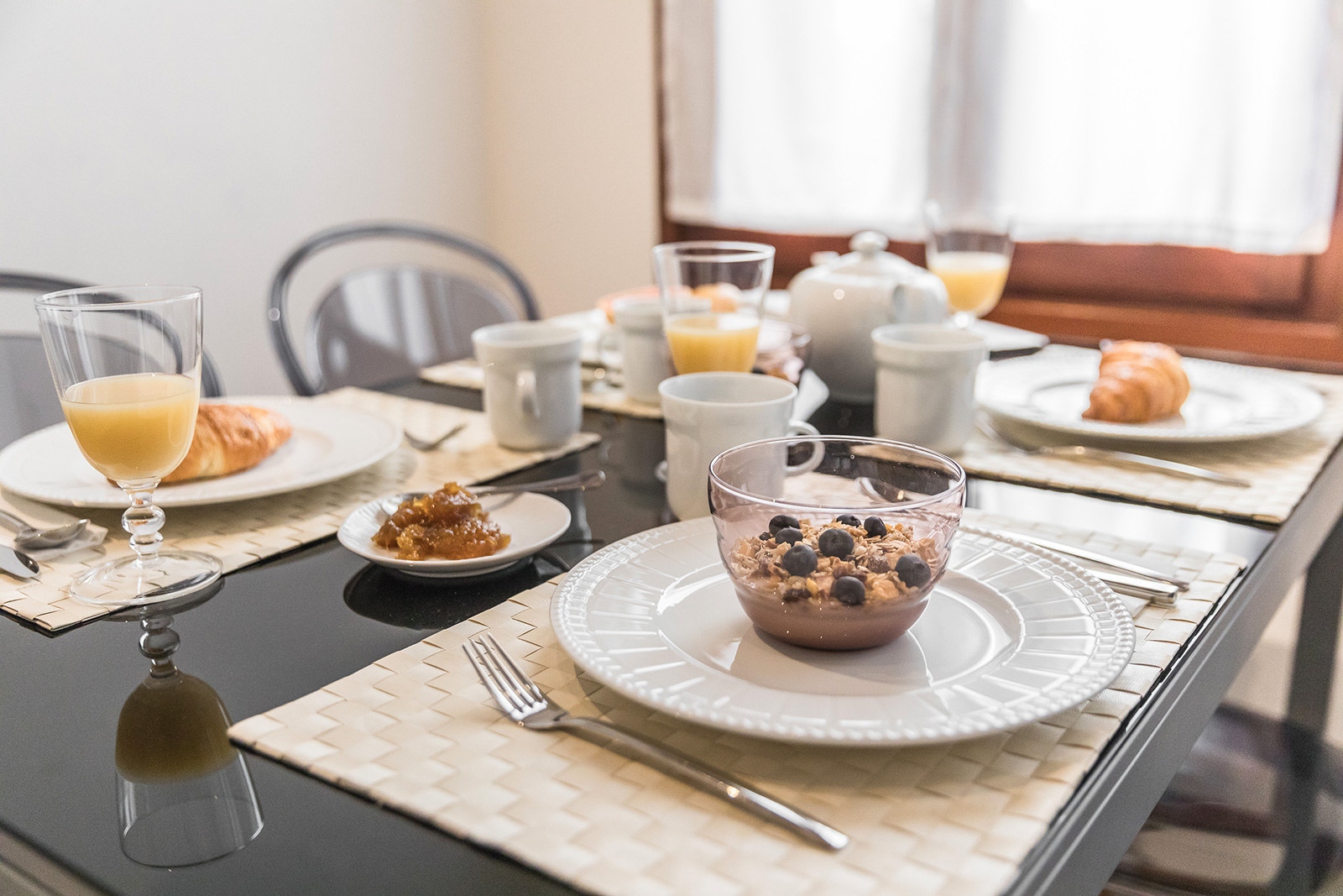 enjoy having breakfast with your family before a day exploring Venice!