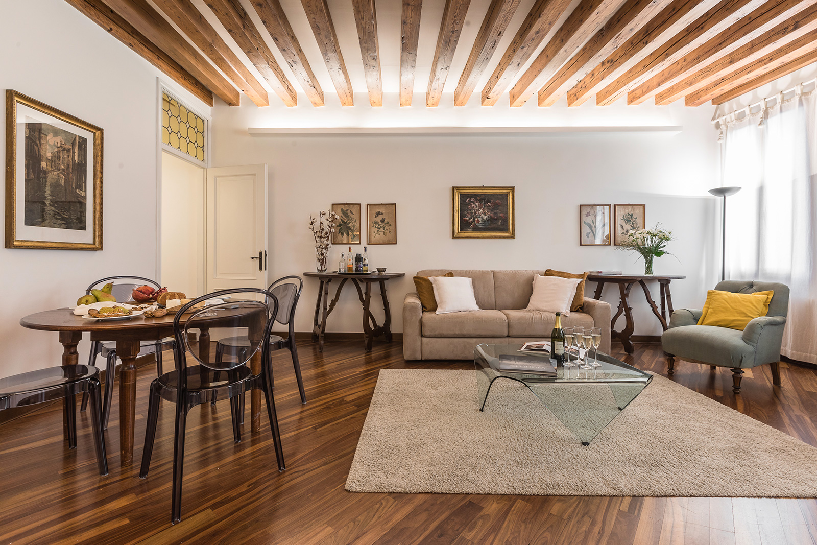 the charming living room of the Querini apartment in Venice