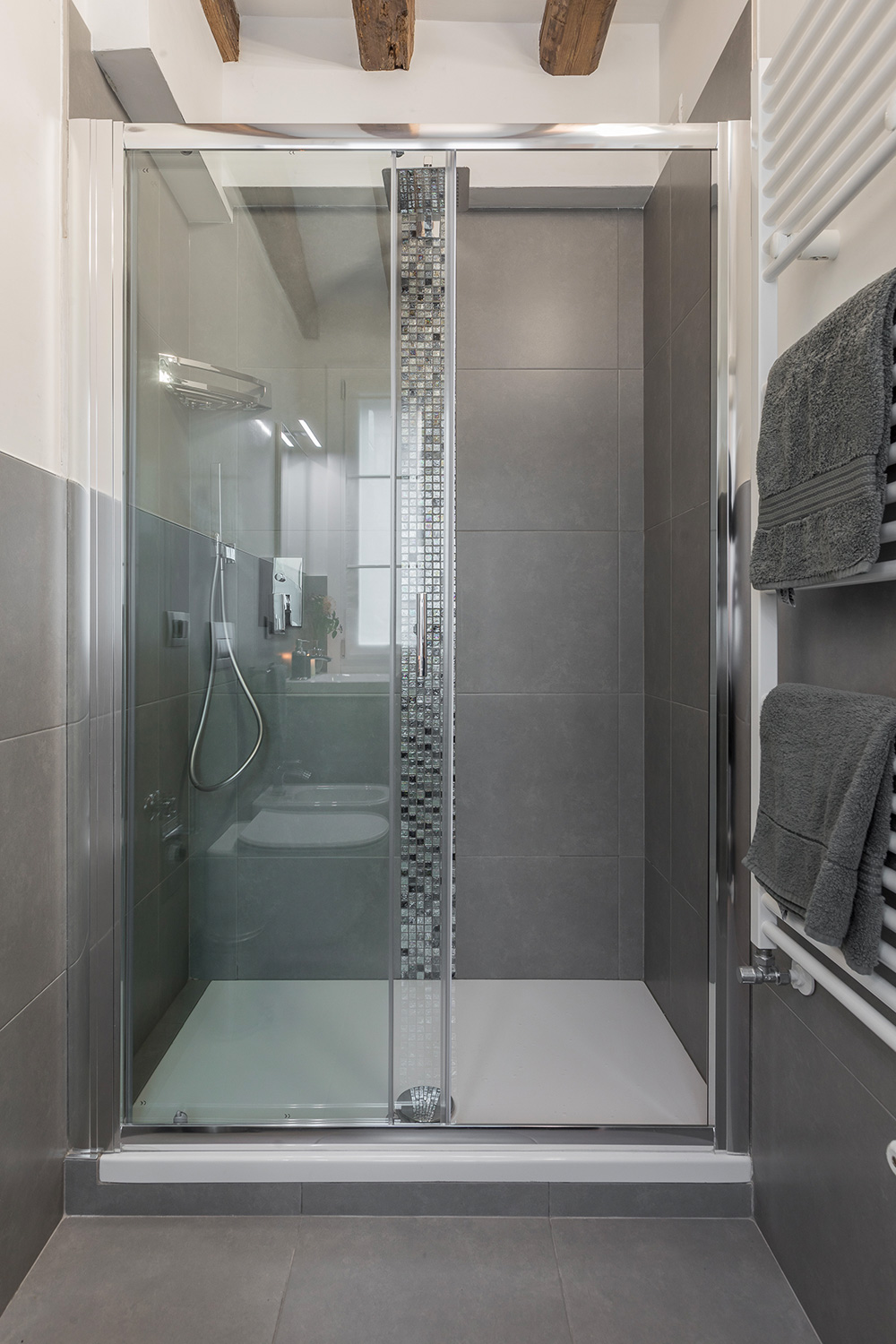 with spacious shower cabin